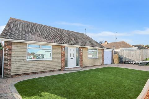 2 bedroom detached bungalow for sale - Berriedale Drive, Sompting, Lancing