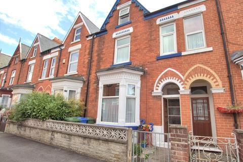 5 bedroom terraced house for sale - St Georges Avenue, Bridlington
