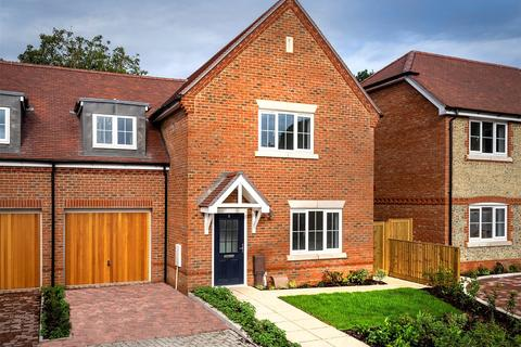 3 bedroom semi-detached house for sale - Maddoxwood, Lavant Road, Chichester, West Sussex, PO19