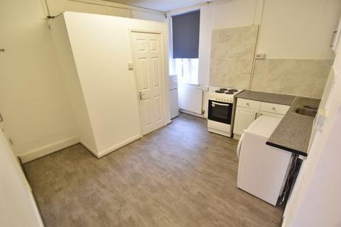 Studio to rent - Stanley Street, Luton