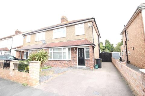 3 bedroom semi-detached house to rent - Hythe Field Avenue, Egham, TW20