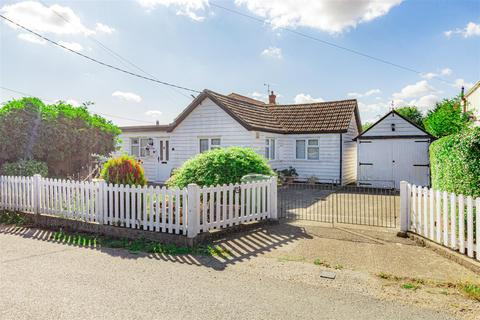 3 bedroom detached bungalow for sale - Mill Road, Burnham-On-Crouch