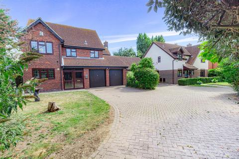4 bedroom detached house for sale - Fairway Drive, Burnham-On-Crouch