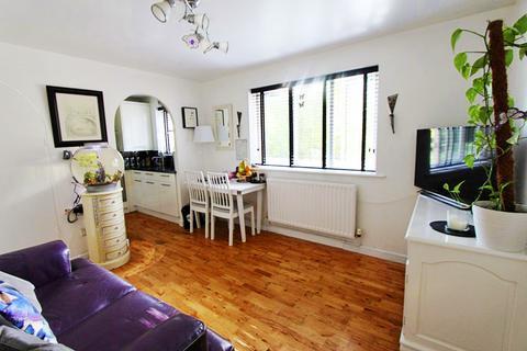 1 bedroom flat for sale - Bream Close, Tottenham Hale, N17