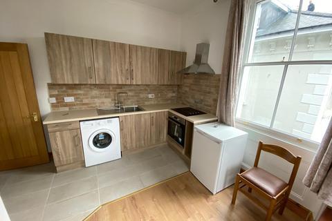 3 bedroom terraced house to rent - Wellington Road, Brighton BN2
