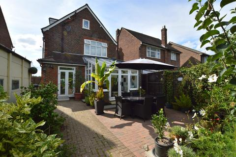 4 bedroom detached house for sale - Horley Road, Redhill, Surrey, REDHILL, RH1 5AL