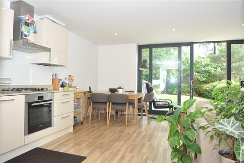 1 bedroom flat to rent - Raymond House, 2A Old Park Road, London, N13