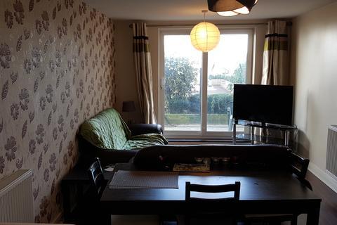 3 bedroom flat to rent - Fairfield Road, Yiewsley UB7