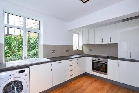 3 bedroom house to rent - Totteridge Road, High Wycombe, HP13