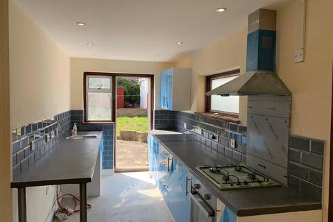 3 bedroom terraced house to rent - Beam Avenue, Dagenham, Essex, RM10