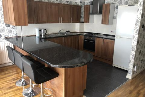 4 bedroom house share to rent - Ellis Close, New Eltham, London