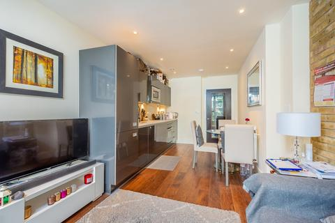 1 bedroom apartment - St Lukes Square, Canning Town, London, E16