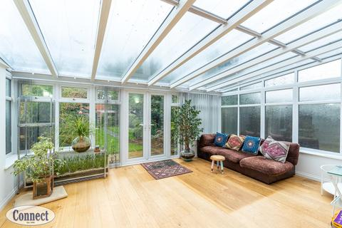 4 bedroom semi-detached house to rent - Hedge Lane, London