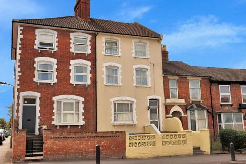 6 bedroom townhouse for sale - Bicester Road, Aylesbury, Buckinghamshire, HP19 8AD