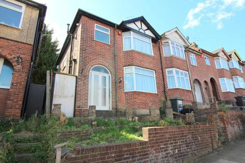3 bedroom end of terrace house for sale - Baker Street, Luton, Bedfordshire, LU1 3QB