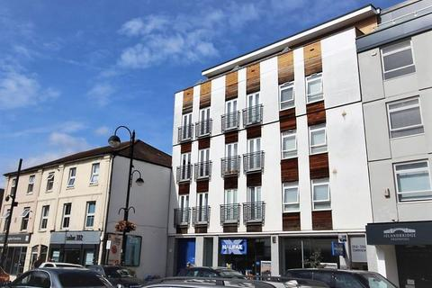 2 bedroom apartment to rent - High Road, Loughton, IG10
