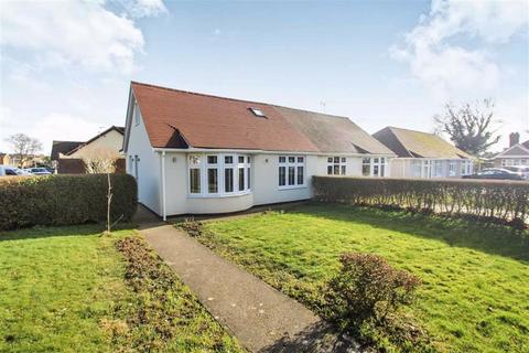3 bedroom chalet for sale - Laburnum Avenue, Wickford, Essex