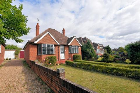 2 bedroom detached bungalow for sale - Mayfield Avenue, Calcot, Reading