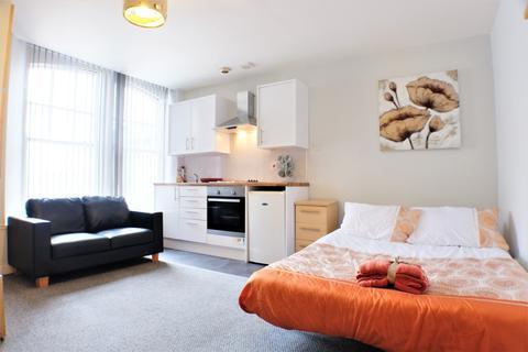 Studio to rent - Pembroke Buildings, Marina, Swansea, SA1 1RY
