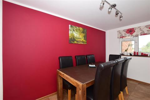 2 bedroom flat for sale - Thornton Close, Horley, Surrey
