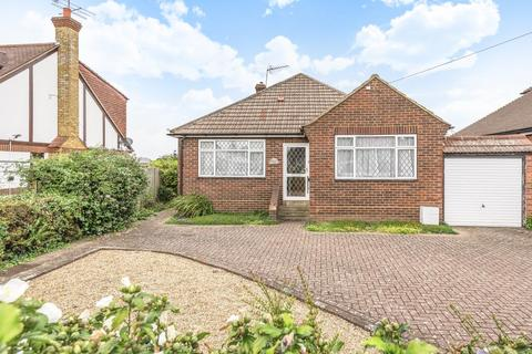 2 bedroom detached bungalow for sale - Staines-upon-Thames,  Surrey,  TW18