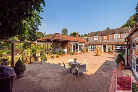 5 bedroom detached house for sale - The Old Coach House, Eden Close, Thorpe St Andrew