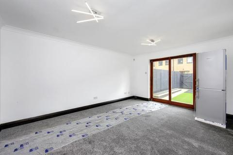 3 bedroom terraced house to rent - Vallance Road, E2