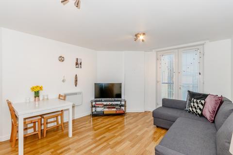 2 bedroom flat for sale - Berberis House, Feltham, Middlesex, TW13