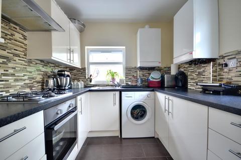 3 bedroom flat to rent - High Street, Ruislip HA4 7AN