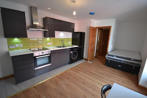 1 bedroom house to rent - 1 bedroom Apartment Student in Central Swansea