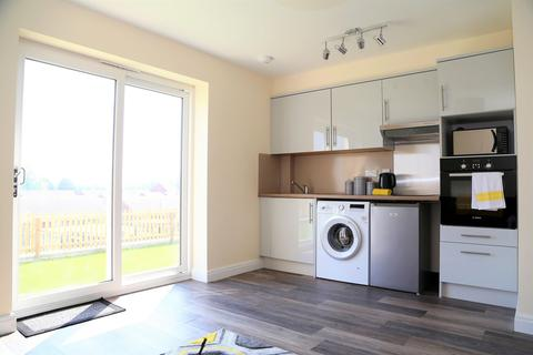 1 bedroom house to rent - 1 bedroom Flat Student in Port Tennant