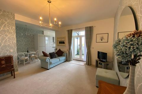 2 bedroom ground floor flat for sale - Mostyn House, Grenfell Park, Parkgate, Cheshire, CH64 6UJ