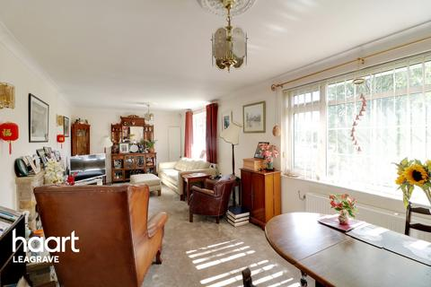 4 bedroom detached bungalow for sale - Icknield Way, Luton