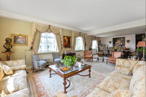4 bedroom flat for sale - Portland Place, London. W1B
