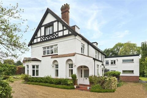 2 bedroom flat for sale - The White House, 15 Milbourne Lane, Esher, Surrey, KT10