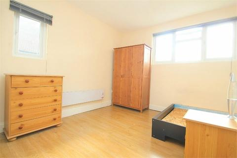 Studio to rent - Bathurst Walk, Richings Park, Buckinghamshire