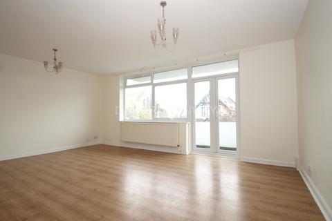 3 bedroom flat to rent - Hermon Hill, South Woodford E18