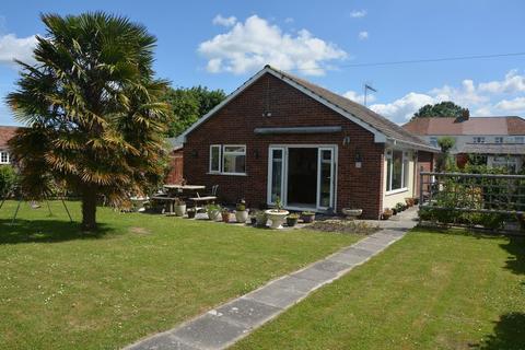 2 bedroom detached bungalow for sale - Burnham Road, Highbridge