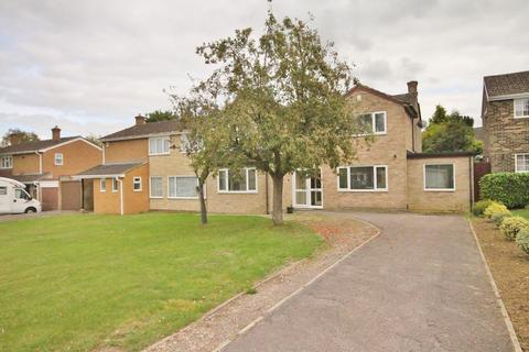 5 bedroom apartment to rent - Benmead Road, Kidlington
