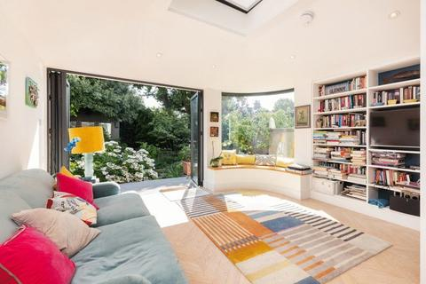4 bedroom terraced house to rent - Percy Road W12