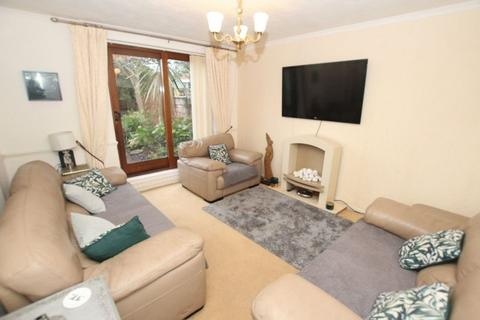 3 bedroom terraced house to rent - The Glen, Middleton, Manchester