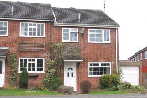3 bedroom end of terrace house to rent - Paddock Hill, Frimley