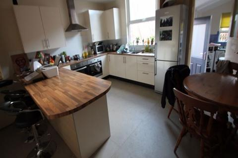 1 bedroom house share to rent - Lucas Place, Hyde Park, Leeds, LS6 2JB