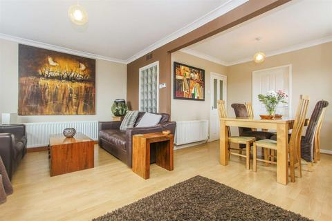 3 bedroom flat for sale - Kingston Close, Whitley Bay