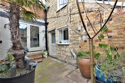 4 bedroom character property to rent - St. Leonards Street, Stamford