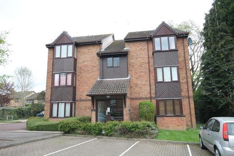 Studio to rent - Manor Fields, Horsham