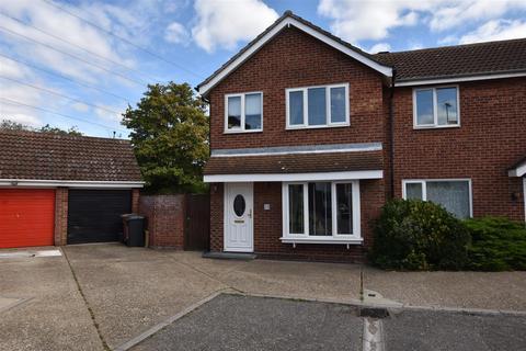 3 bedroom semi-detached house for sale - Hawkwood Close, South Woodham Ferrers
