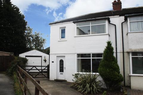 3 bedroom semi-detached house for sale - Leslie Avenue, Yeadon, Leeds