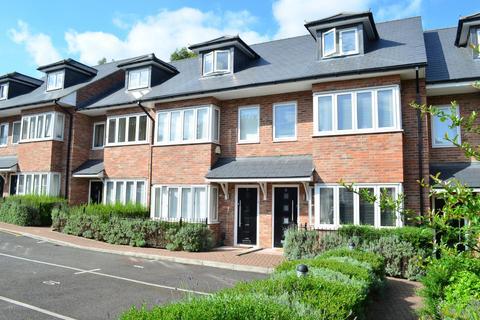 3 bedroom terraced house to rent - Thirlmere Gardens, Northwood, HA6 2RU
