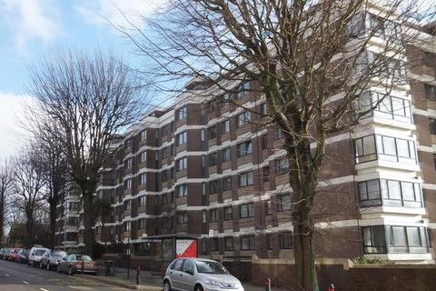2 bedroom flat to rent - The Drive, Hove, BN3 3QB